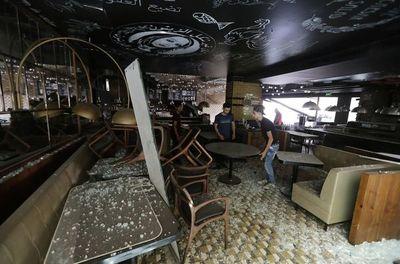 Líbano cuenta a sus muertos en medio del caos y recibe al presidente Macron