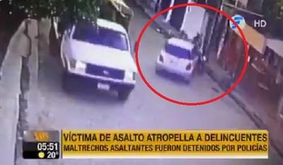 Víctimas atropellan a asaltantes para que sean detenidos