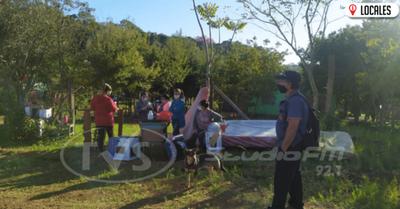Familia desalojada queda en la calle y pide ayuda a las autoridades