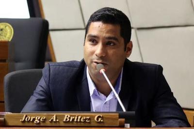 Brítez presenta proyecto para descontar el 50% del salario de las autoridades de los tres Poderes del Estado – Diario TNPRESS
