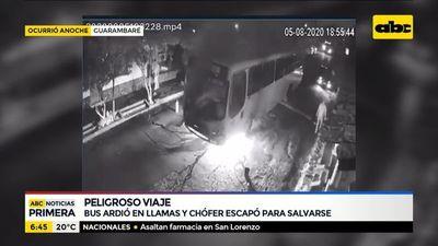 Bus ardió en llamas en Guarambaré