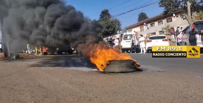 Intentando lidiar con afecciones respiratorias, pero funcionarios de Salud queman cubiertas en protesta