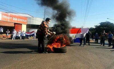 Segunda jornada de manifestación de trabajadores del Hospital Regional de CDE
