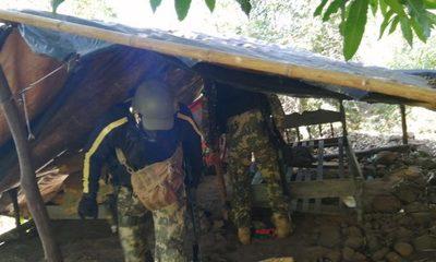 Marinos destruyen refugio  de contrabandistas en la  zona de la usina Acaray – Diario TNPRESS