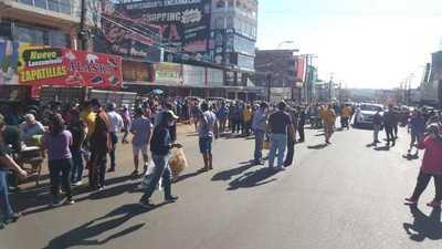 ENTREGAN VÍVERES A PASEROS EN ZONA FRONTERA DE ENCARNACIÓN.