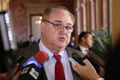 """Frontera debe abrirse a fin de mes para evitar """"explosión social"""", afirma gobernador"""