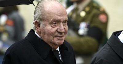 Juan Carlos se exilió para salvar una monarquía española ya frágil y desgastada