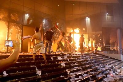 """Galeano Grassi: """"¿Qué necesitamos? ¿Volver a quemar el Congreso?"""""""