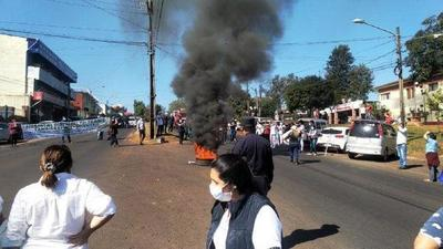 Hernandarias; Médicos cierran supercarretera para exigir insumos – Prensa 5