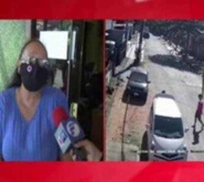 Mujer fue atacada por motochorros a pasos frente a su vivienda