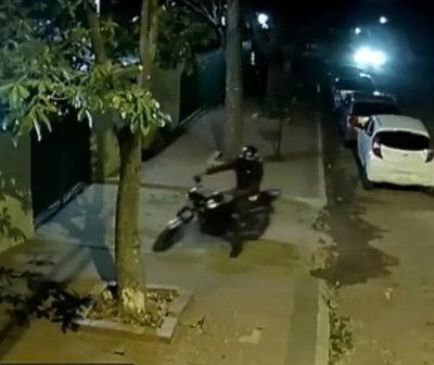 """Violento asalto de """"motochorros"""" en Capiatá"""