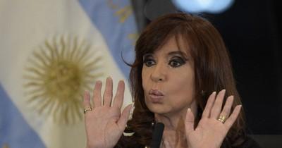 """Cristina Kirchner demanda a Google por aparecer como """"ladrona"""" en el buscador"""