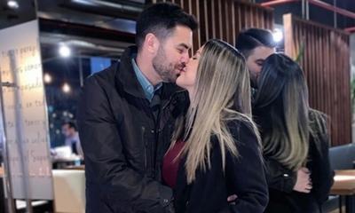 Maga Paez le regaló una remera a su esposo que desató la polémica