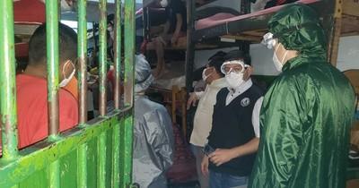 Hay 13 guardiacárceles y 20 reclusos positivos en Tacumbú