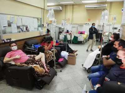 Clínicas: Alta cantidad de pacientes y sin camas libres saturan el Servicio de Urgencias