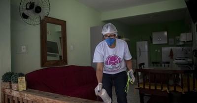 Una madre de duelo ayuda a las víctimas del coronavirus en Brasil