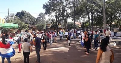 Gran convocatoria contra la intendenta de Quiindy, la colorada Alba Acevedo