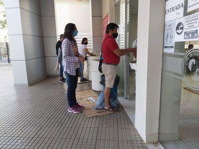"Prohibición de entrada a pacientes de IPS es  ""discriminatoria e inhumana"", dicen pacientes"