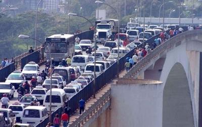 Comerciantes de Ciudad del Este rechazan liberación de paso por el Puente de la Amistad