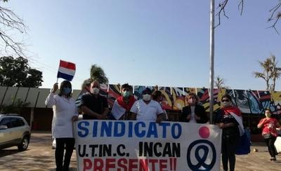 """HOY / """"Brazos caídos"""" de funcionarios del INCAN para reclamar pago de gratificación"""