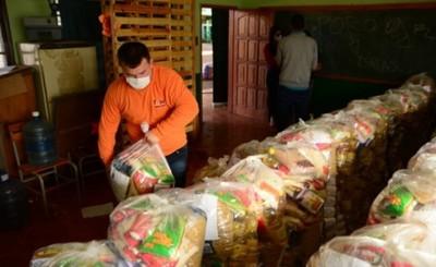 Municipalidad entrega kits de alimentos de 13 escuelas de CDE