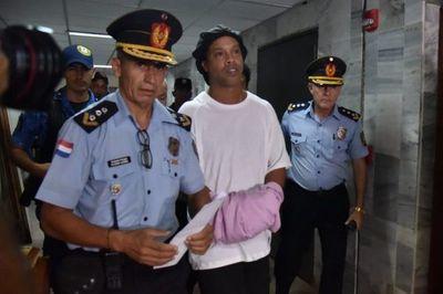 Fiscalía pide finalizar proceso contra Ronaldinho y su hermano