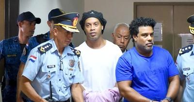 Caso Ronaldinho: Fiscalía pide salidas procesales para su caso