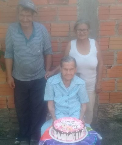 Ña Cayetana apagó 98 velitas y recordó a don Anacleto, su amor eterno