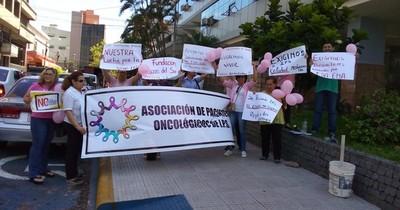 Presentan proyecto para garantizar atención integral a personas con cáncer