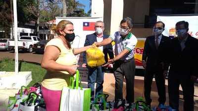 """Fondo """"Taiwán puede ayudar"""" dona 100 kitsde alimentos a personas carenciadas del Este"""
