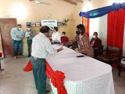 Premian a pobladores de Puerto Casado por cumplir compromisos crediticios
