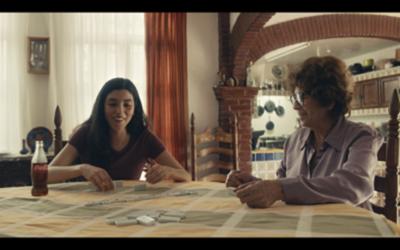 """HOY / Coca-Cola lanza """"Juntos se siente mejor"""", la campaña que celebra la unión de las personas"""