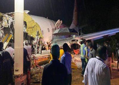 ¡Trágico accidente en India! Avión con casi 200 pasajeros a bordo se partió en dos durante aterrizaje