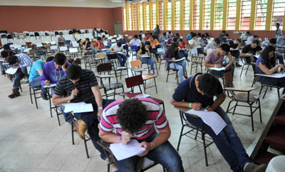 """Jóvenes sometidos a dura PRUEBA para ingresar a Itaipú, mientras """"ZOQUETEROS"""" entran directamente"""