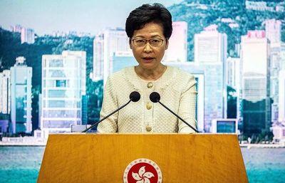 EE.UU. sanciona a líder de Hong Kong