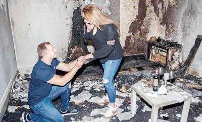 Oñemo romántico el tipo y quemó su casa