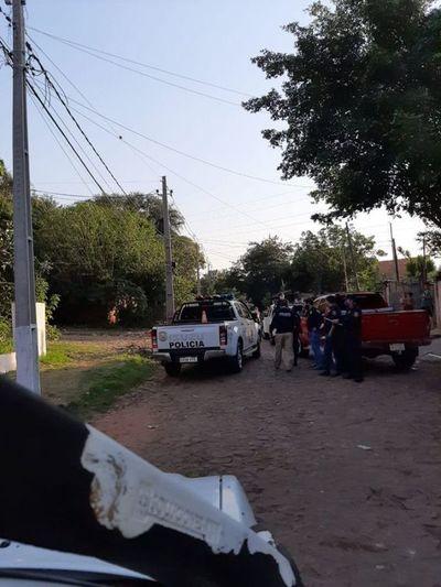Allanan una vivienda en Lambaré en busca del supuesto autor de un hecho de homicidio doloso