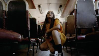 """HOY / Con nuevo videoclip, Missmaella invita a su """"circo"""""""