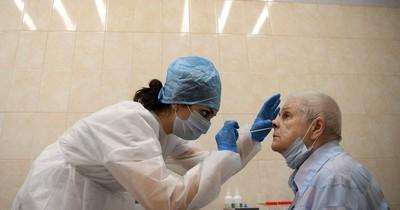 Probar vacuna contra COVID-19 en ancianos y minorías raciales es clave, dice experto