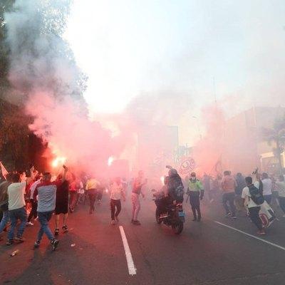 En Perú, el fútbol volvió ¡apenas por un partido! para luego ser suspendido
