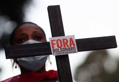 Brasil alcanza las 100.000 muertes de COVID-19 y la cifra sigue creciendo