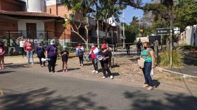HOY / Funcionarios de Salud protestaron frente a la residencia de Mario Abdo