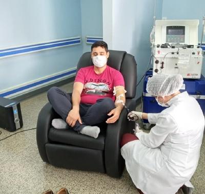 Ciudad del Este: Médico es el primer donante de plasma convaleciente