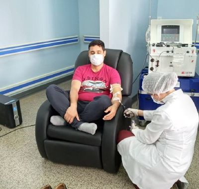 Médico es  el primer donante de plasma en CDE y llaman a los recuperados a imitar el gesto
