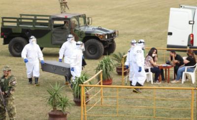 HOY / Continúan los adiestramientos a militares para levantar cadáveres