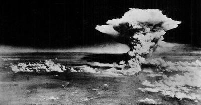 Dossier: Agosto Atómico