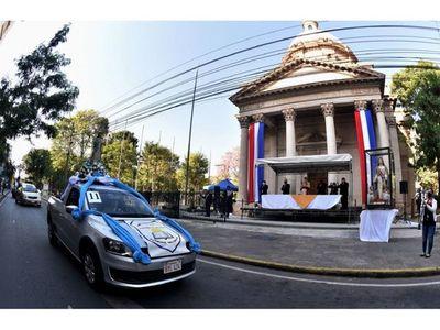 Católicos honran a Virgen de la Asunción desde sus autos