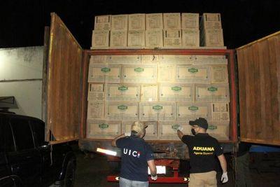 Autoridades incautan casi 30 toneladas de productos de contrabando