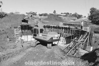 Las obras del contorno viario norte están avanzadas con la construcción de un puente y trabajos de asfaltado