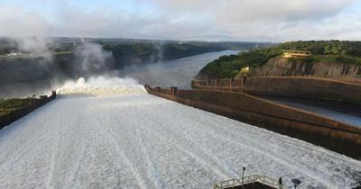 Inició apertura de compuertas para garantizar comercio fluvial